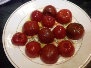 Halved tomatoes with olive oil