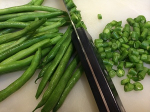 Cutting the green beans into small rounds